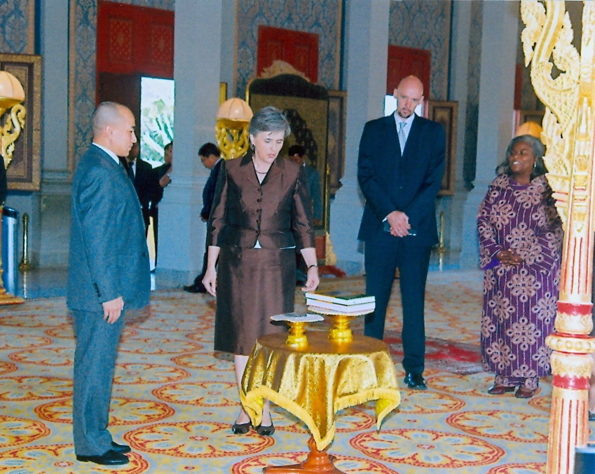 US Ambassador Gifts Cambodian Dance and Angkor Books to King Sihamoni