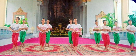 Nginn-Karet Foundation Teaches Cambodian Dance at Banteay Srey Temple