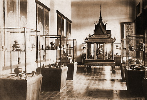 Exhibition display in the Musée Albert Sarraut 1926. © National Museum of Cambodia