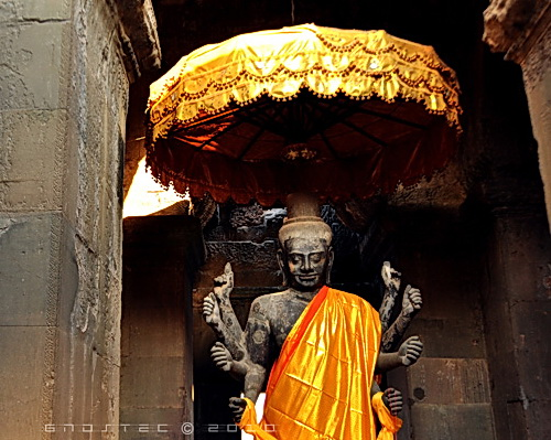 Vishnu at the entrance of Angkor Wat . © Copyright Gary Ng.