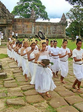The troupe of Nginn Karet Foundation (NKFC) dancers gathered at Preah Vihear to perform a Cambodian dance of peace.