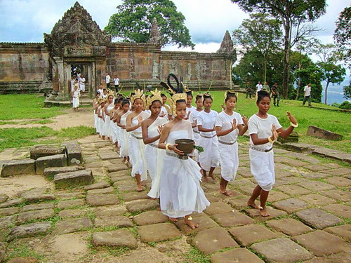 The troupe of Nginn Karet Foundation dancers gather at Preah Vihear temple.