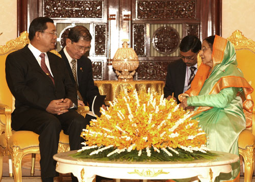 Samdech Akka Moha Sena Padei Techo Hum Sen, Prime Minister of Kingdom of Cambodia called on The President of India Smt. Pratibha Devisingh Patil, at Royal Palace during this important reunion of India and Cambodia.