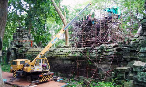 GHF conservation of the face towers at Banteay Chhmar temple.