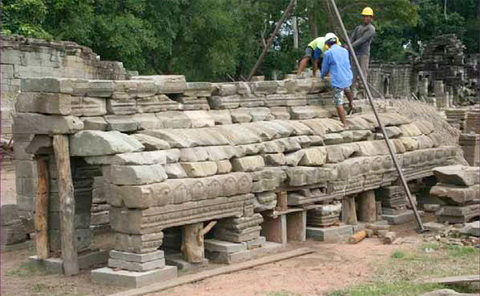 GHF team doing a temporary reassembly of a vault at Banteay Chhmar temple.