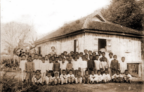 School, teacher & students in Mongkol Borei, near Banteay Chhmar. © National Museum of Cambodia