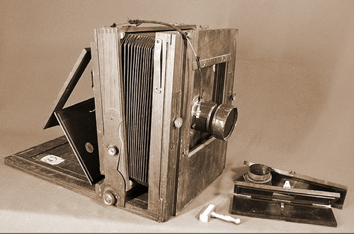 Incomplete glass-plate camera (equipment possibly used by George Groslier at Banteay Chhmar) Collection: National Museum of Cambodia