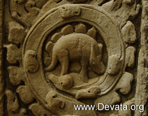 A carved icon in the Khmer temple of Ta Prohm shows some type of animal that resembles a dinosaur, specifically a stegosaurus.