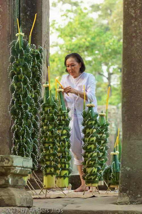 NKFC Boung Soung at Bayon temple, Angkor - Photo © Anders Jiras