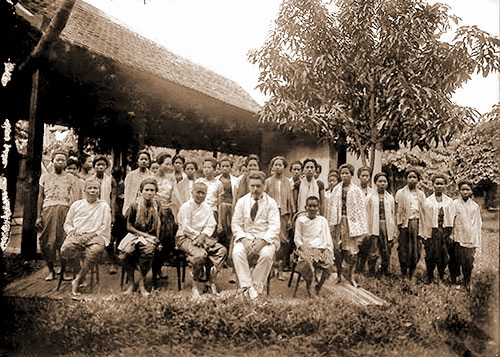 George Groslier with students and teachers from the weaving class at the School of Cambodian Arts, 1925.